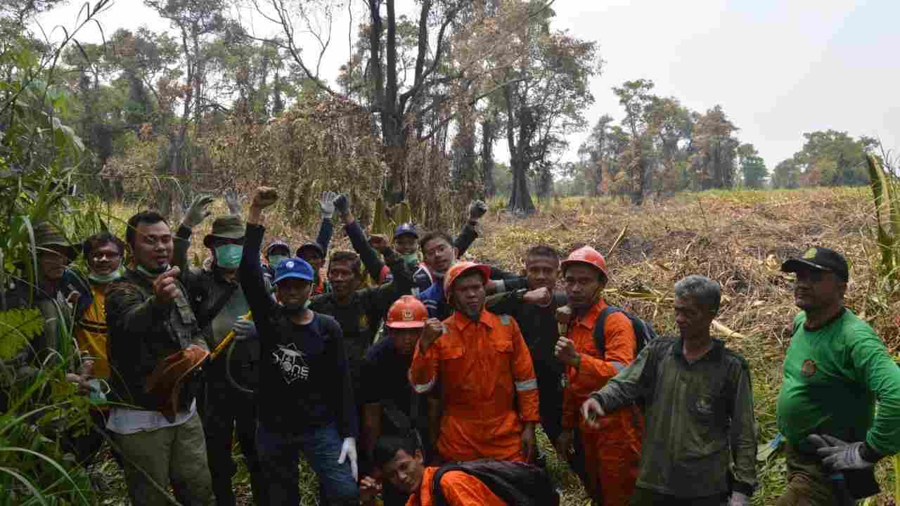 PT KTI dan BBKSDA Jabar Padamkan Kebakaran Api di Cagar Alam Budaya Rawadanau